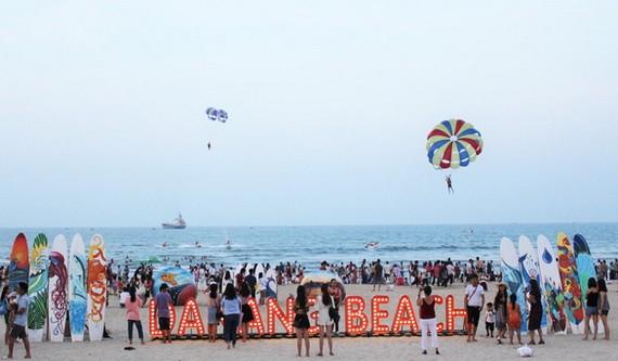 """今年""""絕妙峴港盛會""""有多項海上活動,正在期待遊客前來參加。"""