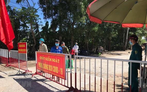 圖為清化省兆山縣壽強鄉所設的一個新冠肺炎檢疫站。(圖源:越通社)