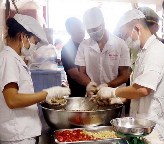 消費者應購買確保食品衛生安全的 中秋節食品。