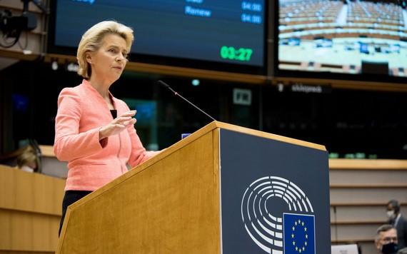 """歐盟委員會主席馮德萊恩當地時間16日在歐洲議會發表""""盟情諮文""""。(圖源:新華社)"""