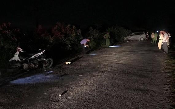 交警在現場勘查交通事故原因。(圖源:交通報)