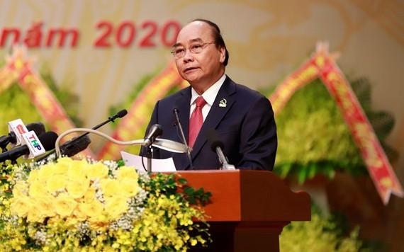黨中央政治局委員、政府總理阮春福在大會上發表演講。(圖源:阮環)
