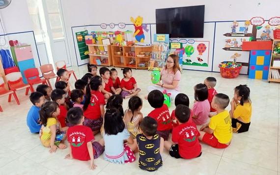 霞川不只是一位敬業樂業的教員,而且在慈善工作上也很出色。