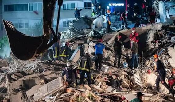 救援人員展開搜救工作。(圖源:互聯網)