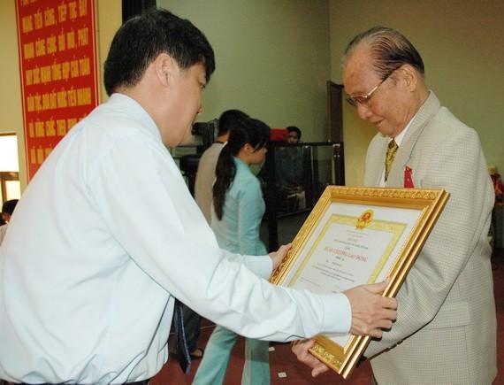 蟻團同志榮獲國家主席頒贈三等勞動勳章。