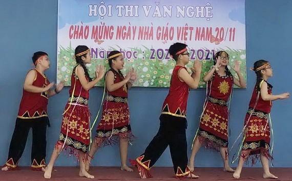 西貢實習中學慶祝教師節文藝節目。