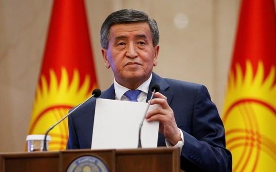 吉總統熱恩別科夫10月15日發表全國講話,宣佈辭去總統職務。(圖源:路透社)