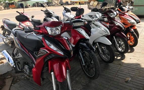 近日來,在市國立大學宿舍外邊區域經常發生大學生摩托車被盜的事件。