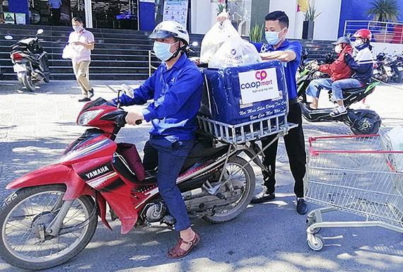各家超市已提供送貨服務。