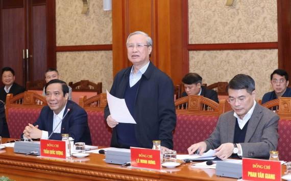 黨中央書記處常務書記陳國旺(前中)主持會議。(圖源:越通社)