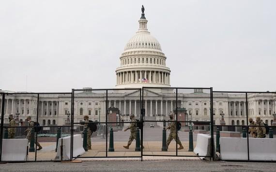 國民警衛隊成員抵達美國國會大廈。(圖源:路透社)