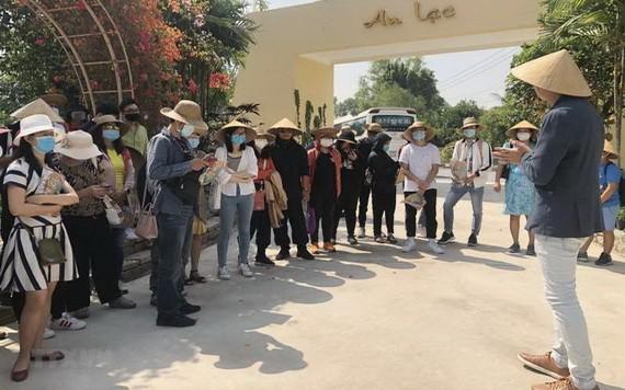 一旅遊團在參觀區內景點。(圖源:越通社)
