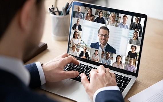 電商不要單靠網店賣貨,亦需要發掘更多增加曝光的渠道,例如社交媒體,並善用直播或Instagram商店拓展銷售。