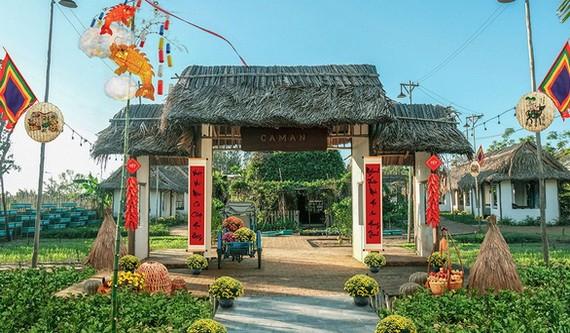 在錦安區的古老年貨市集正在密鑼緊鼓地開設以為遊客服務。