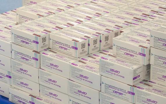 墨西哥一個存庫中大量的阿斯利康新冠疫苗。(圖源:互聯網)