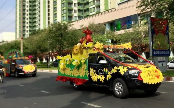 第五郡花車參加元宵節宣傳活動。