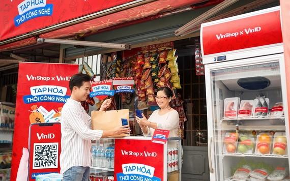 VinShop向有交易的雜貨店主贈送健康保險。