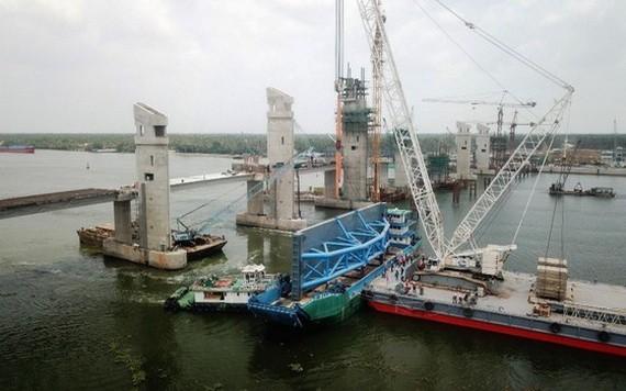 大丐-小丐特大工程成功裝建 203 噸鋼閘