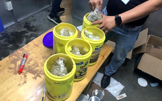 新山一國際機場口岸海關分局查獲的近6公斤疑似毒品。(圖源:英明)