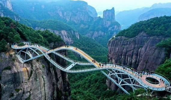 如意橋造型奇特,吸引眾多遊客來打卡。