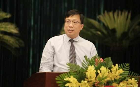 市規劃與建築廳長阮清雅在會議上就本市總體規劃調整任務作出報告。