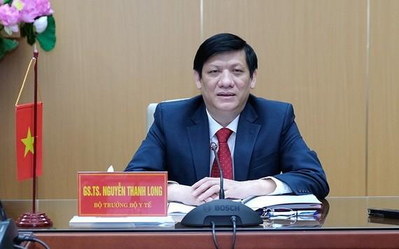 衛生部長阮清隆與柬埔寨衛生部長舉行視像會議時發言。(圖源:陳明)