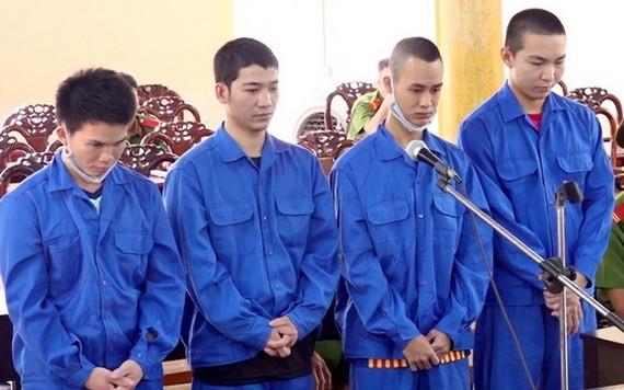 出庭受審的4名被告人。(圖源:阮清)