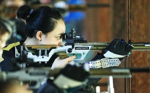 軍隊代表團女射手費青草在10米長氣槍女子混合射擊賽項刷新紀錄。(圖源:互聯網)