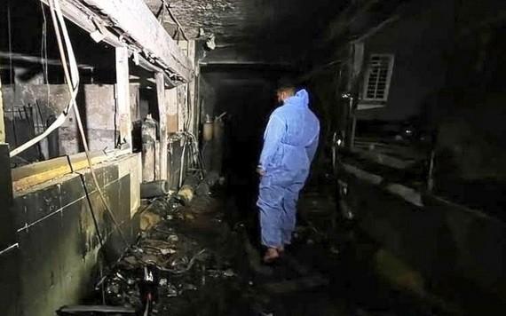 伊拉克首都巴格達一家新冠定點醫院24日晚發生火災事故,已造成82人死亡、110人受傷。(圖源:推特)