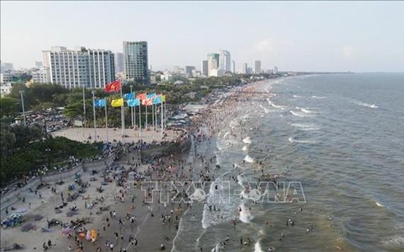 4月30日和5月1日兩天內巴地頭頓省接待遊客量達近10萬人次。(圖源:越通社)