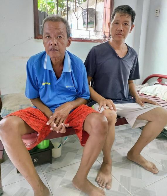 頭部受傷的歐家威(右)與患病的哥哥。