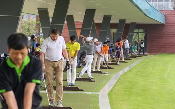 自5月13日12時起,河內市暫停所有體育活動。(圖源:垂楊)