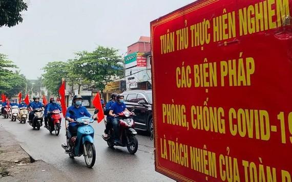 圖為河內市疫情防控宣傳的流動車隊。(圖源:月映)