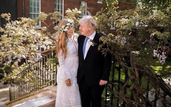 約翰遜夫婦。(圖源:AP)