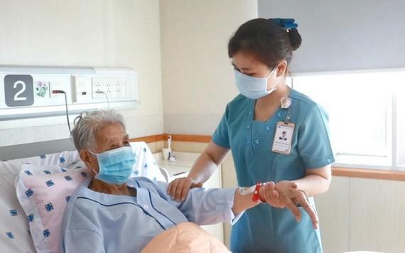 市醫藥大學醫院推出代替家屬照料病人的服務。(圖源:T.D.V)