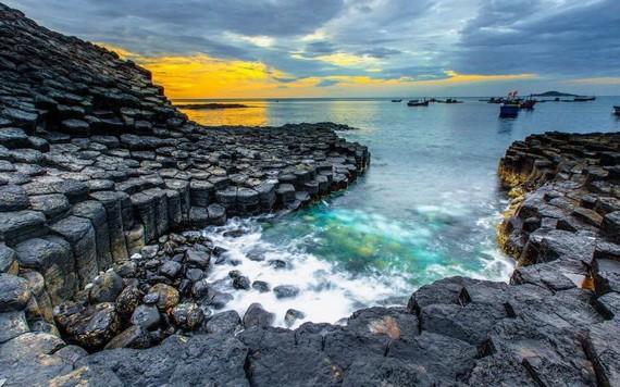 詠富安疊石灘
