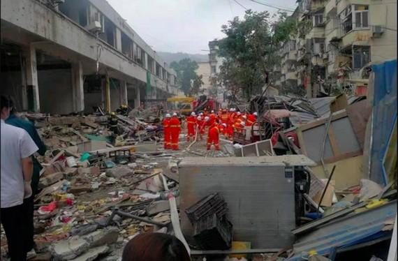 救援人員在現場搜救。(圖源: 互聯網)