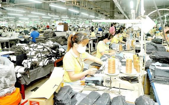 守德市豐富總公司的出口成衣生產一瞥。