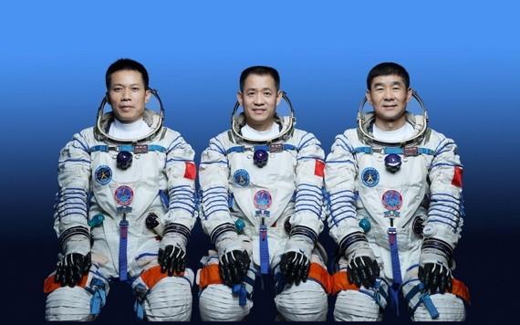 3名太空人執行神舟十二號載人飛行任務。(圖源:新華社)