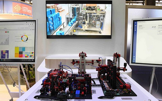 法國製藥業巨頭賽諾菲展出演示製藥生產線模擬裝置。(圖源:互聯網)