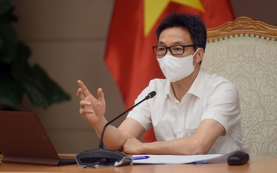 政府副總理、國家新冠肺炎疫情防控指委會主任武德膽在會議上發表講話。(圖源:VGP)