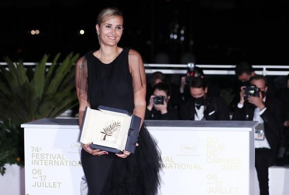 法影片《鈦》獲嘎納電影節金棕櫚獎