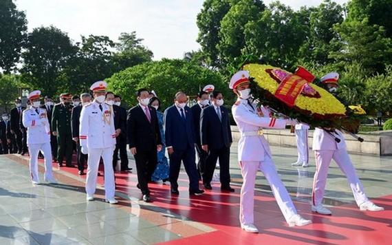 黨政領導緬懷英雄烈士
