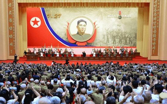 朝鮮國務委員會委員長金正恩27日在平壤出席第七次全國老兵大會並發表講話。(圖源:AFP)