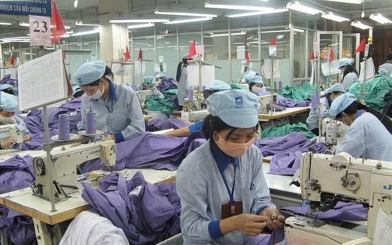 """本市企業按""""三就地""""規定維持生產活動。(圖源:勞動報)"""