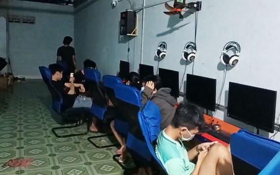 疫情期間聚眾玩遊戲的十二名玩家被罰款總共一億八千萬元。