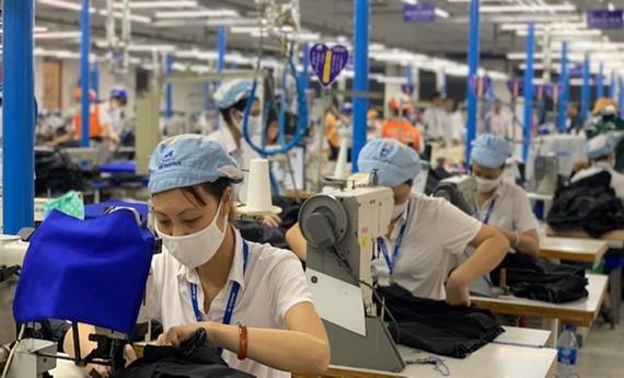 勞工需掌握疫情期間薪資與社保規定以確保其權利。