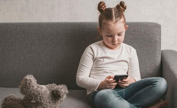 小孩沉迷電子怎麼戒?這樣吃可斷開成癮