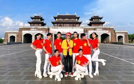 《越南》音樂視頻片段。