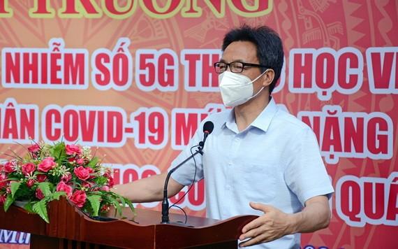 政府副總理武德膽在國防部5G傳染病野戰醫院的落成啟用儀式上致詞。(圖源: 春強)